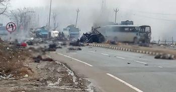 Hindistan'da bombalı saldırı: 10 asker hayatını kaybetti