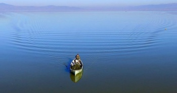 Marmara Gölü'nün yükselmesi balıkçıların yüzünü güldürdü