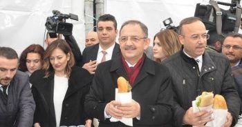 Özhaseki, Kılıçdaroğlu'ndan kazandığı tazminatla 'Ankara döneri' dağıttı