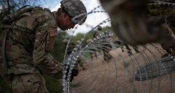 Trump'ın duvar politikasına sınırdaki halk tepkili