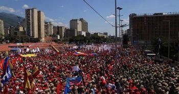 Venezuela'da kritik gün! Maduro taraftarları ve muhalifler sokakta