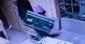 Yirmi saniyede televizyon hırsızlığı kamerada