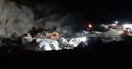 Muğla'da göçük altındaki 2 kişiyi kurtarma çalışmaları devam ediyor