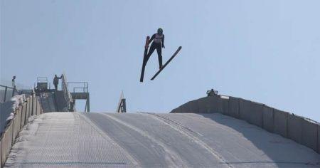 Okullar Arası Kayakla Atlama Yarışması nefes kesti
