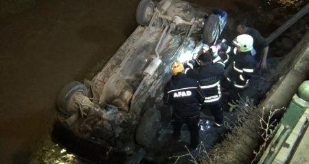 Otomobiliyle dereye düşen sürücü, boğulmaktan son anda kurtarıldı