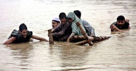 Pakistan'da aşırı yağış sel ve heyelana neden oldu: 26 ölü