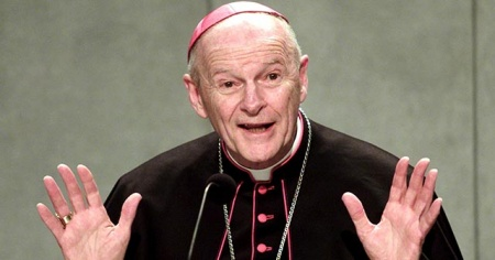 Vatikan, ilk defa bir kardinali cinsel taciz iddiasıyla kovdu