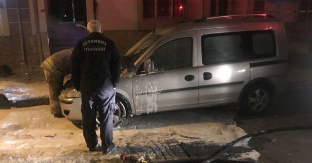 Bağcılar'da park halindeki otomobil kundaklandı