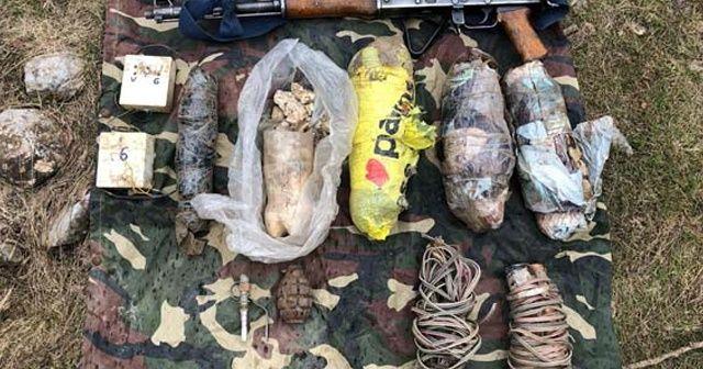 Hakkari'de PKK'ya ait 8 sığınakta silah, mühimmat ve patlayıcı madde  ele geçirildi