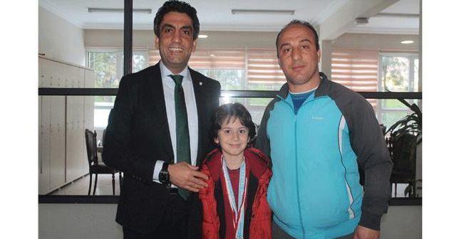 İhlas Koleji öğrencisi yüzmede İstanbul şampiyonu
