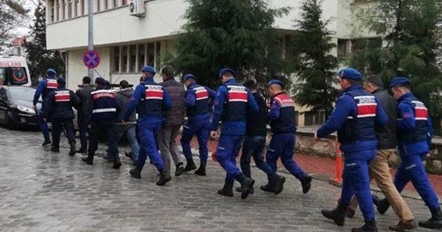 Kaçak kazı yaparken suçüstü yakalanıp gözaltına alınan 17 kişi, adliyeye sevk edildi