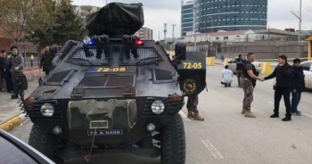 Adliyeden çıkan zanlıya palalı saldırı: 1'i polis 5 yaralı