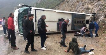 Antalya'da yolcu otobüsü kaza yaptı: 2'si ağır 15 yaralı
