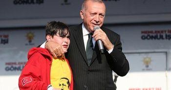 Cumhurbaşkanı Erdoğan sahneye çağırmıştı! 14 yaşındaki Emirhan o anları anlattı