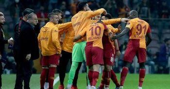 Galatasaray geri dönüşlerle şampiyonluk yarışında