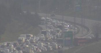 İstanbul'da kaza: TEM Ankara yönü trafiğe kapandı