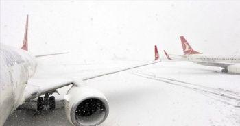 Kar yağışı nedeniyle Hakkari'de uçak seferleri iptal edildi