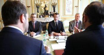 Macron, Şanzelize'yi kapatmaya hazırlanıyor
