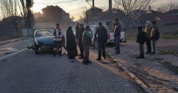 Pikap ile otomobil çarpıştı: 2 yaralı