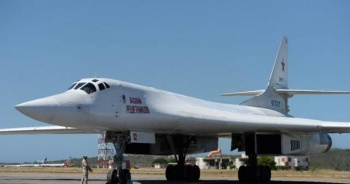 Ruslar Venezuela'ya ikinci uçağı da indirdi