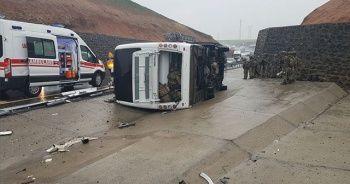 Silopi'de askeri araç devrildi:1 asker şehit oldu 20 asker yaralı