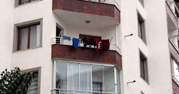 Yaşlı adamın öldüğünü balkondan anladılar