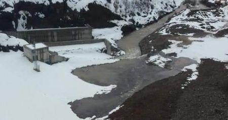 Baraj gölünde sızıntı başladı, 12 ev tahliye edildi