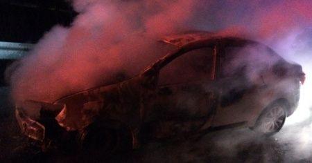 Bolu'da arızalanan otomobil alev alev yandı