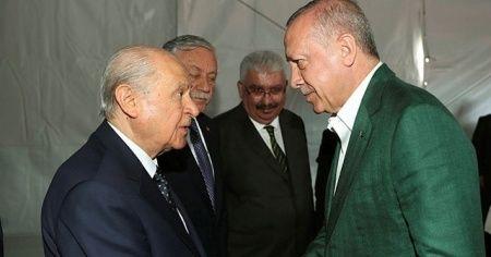 Cumhurbaşkanı Erdoğan ve Devlet Bahçeli miting öncesi bir süre sohbet etti