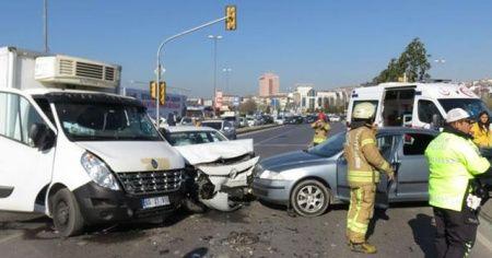 İstanbul'da kaza: Uzun araç kuyrukları oluştu