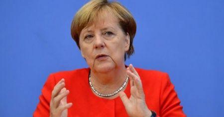 Merkel, Yeni Zelanda'da 2 camiye terör saldırısını kınadı