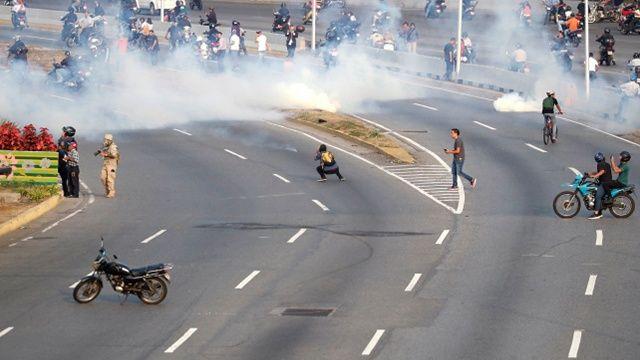 ABD'den Venezuela'daki darbe girişimine tam destek