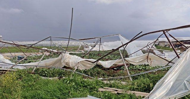Antalya'da hortum seraları yerle bir etti, evlerin çatılarını söktü