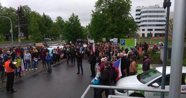 Çekya'da binlerce kişi sokağa indi