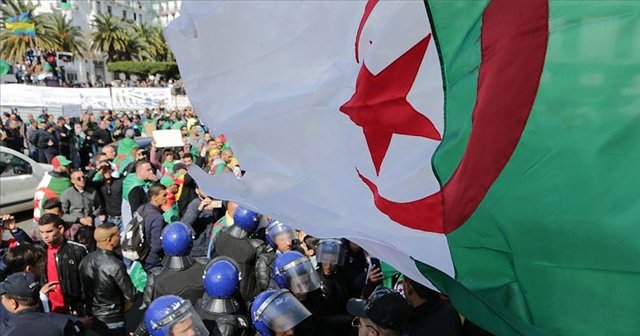 Cezayir'de Anayasa Başkanı Konseyi Tayyib Bilayz istifa etti