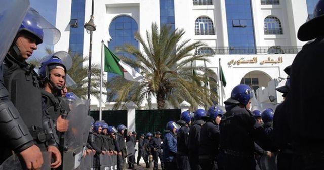 Cezayir'in en zengin iş insanı tutuklandı