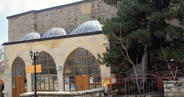 Definecilerden tarihi camiye büyük saygısızlık