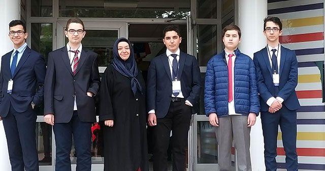 İhlas Koleji öğrencileri Avrupa'nın sorunlarına çözüm önerileri sundu