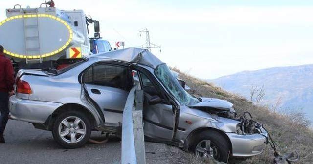 Karaman'da akılalmaz kaza! Bariyerlere saplanınca kurtuldu