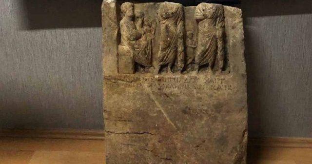 Kralın mezar taşını satarken yakalandılar