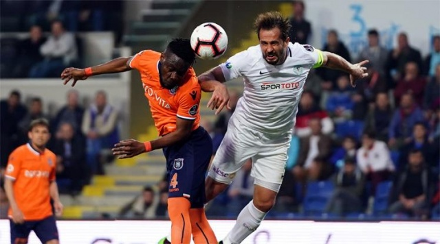 Lider Başakşehir Konyaspor'u 2-0 mağlup etti
