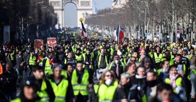 Macron sarı yeleklilerin taleplerine cevap verdi