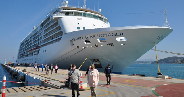 Milyonerleri taşıyan ultra lüks Seven Seas Voyager Kuşadası'nda