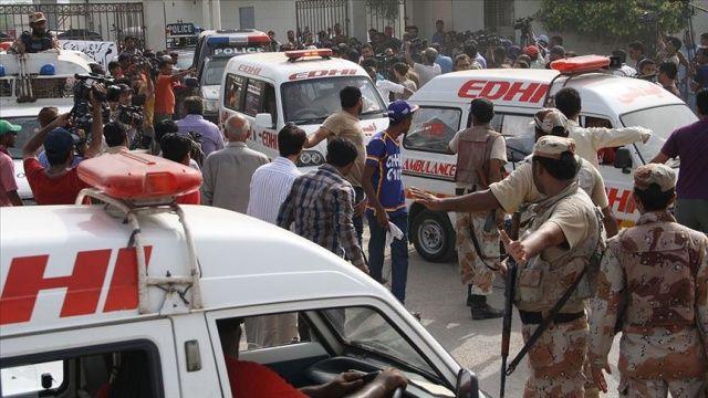 Pakistan'da yolcu otobüsüne silahlı saldırı: Çok sayıda ölü var