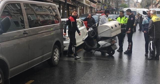 Şişli'de motosikletli kurye yayaya çarptı