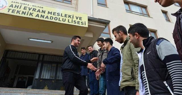 Türkiye'nin en genç muhtarı liseli Uğur işbaşı yaptı