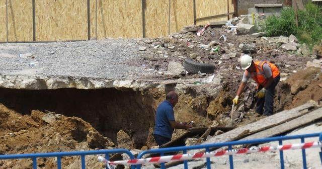 Ümraniye'de bir şantiyenin duvarı devrildi