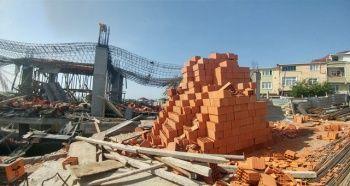 Arnavutköy'de bir inşaatta beton dökümü sırasında 2 işçi molozların altında kaldı