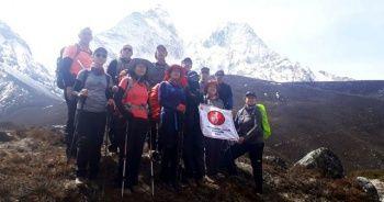 Bursalı dağcılar Everest'e tırmandı