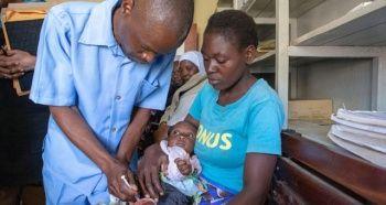 Dünyada ilk sıtma aşısı Malawi'de uygulanmaya başladı